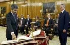 El presidente del Tribunal Supremo y del CGPJ, Carlos Lesmes, jura su cargo ante Gallardón. POOL