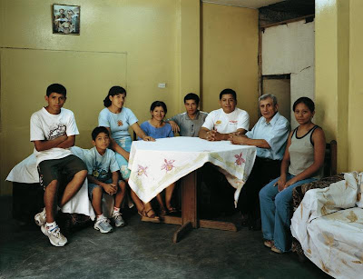 Thomas Struth - the Ayvar family Lima perou, 2005