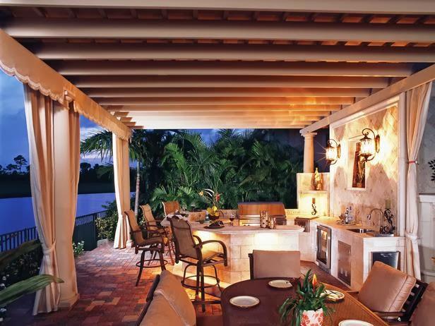 Desain Ruang Makan Bernuansa Romantis