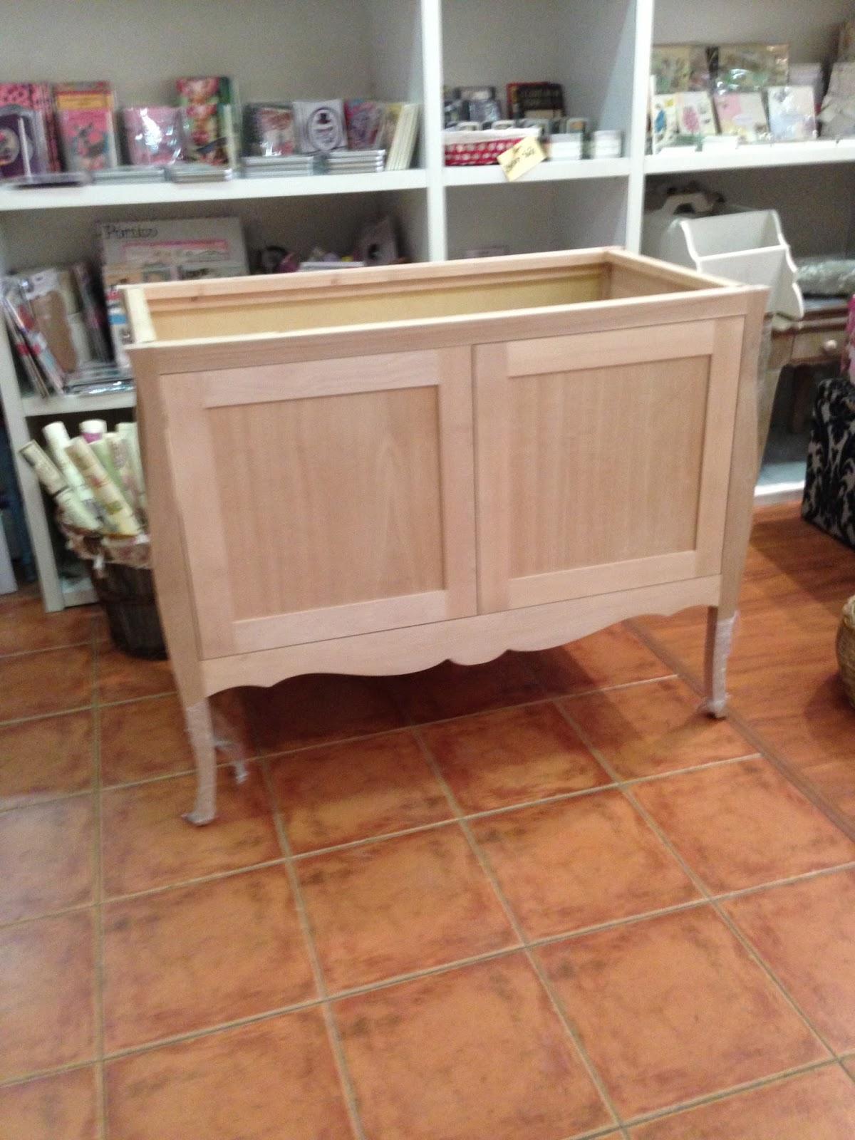 Nuestros muebles pintados la c moda encantada for Muebles de madera sin tratar