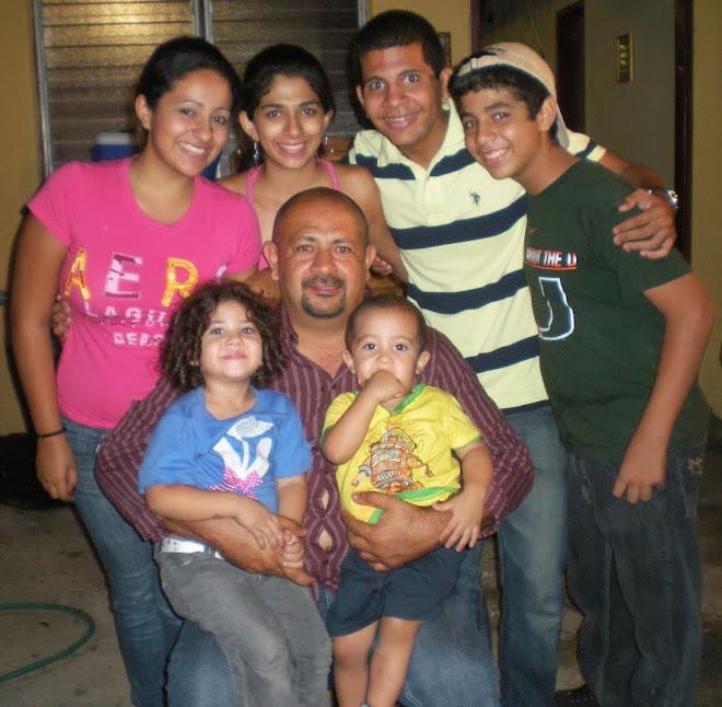 Familia grande, los tuyos, los mios los de nosotros en fin,  jajaja