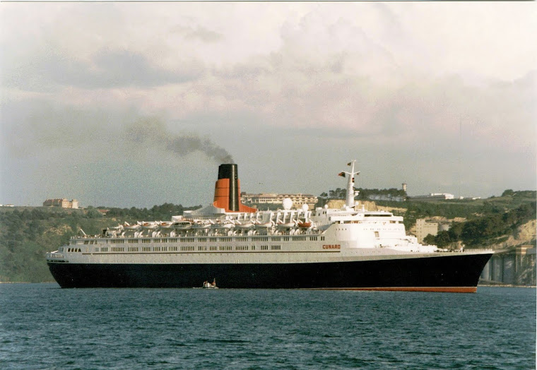 QE2 departing Lisbon in 1997
