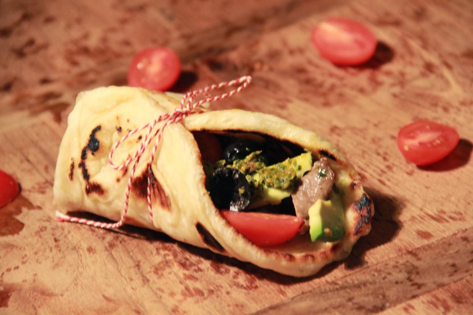 Griekse pitabroodjes met gegrilde entrecote & rucola pesto - www.desmaakvancecile.com
