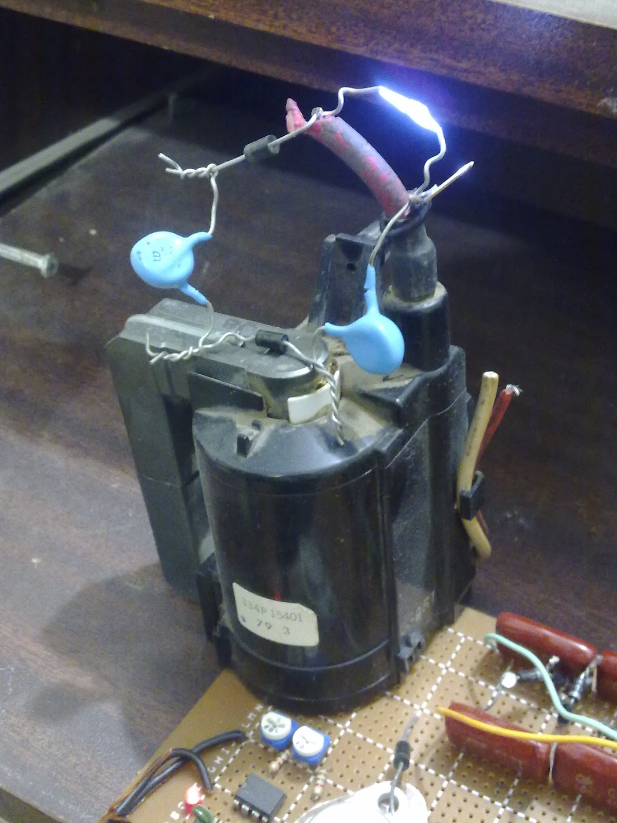 making tesla coil with flyback tv transformer and