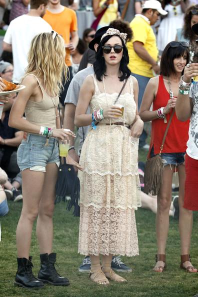 Ünlüler coachella festivalinde ne giymişler