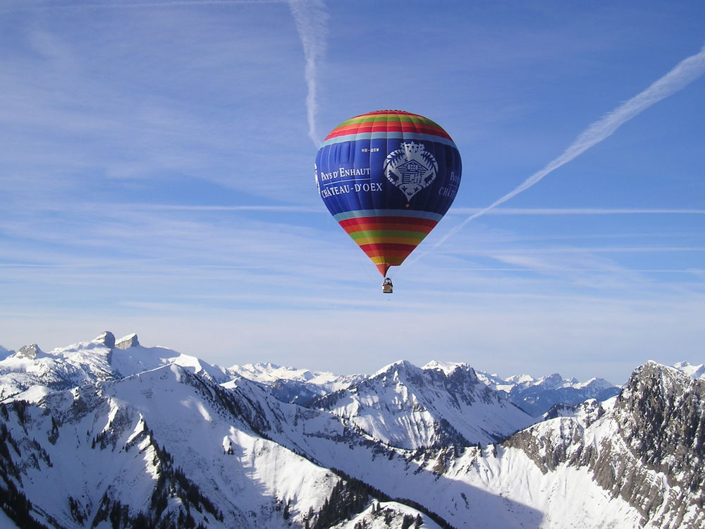 Imagine floating high above pristine Alpine landscapes in a hot air balloon. Photo: Gstaad Saanenland Tourismus.
