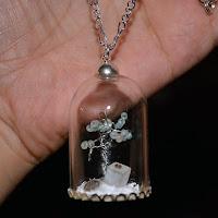 https://www.etsy.com/fr/listing/253050311/collier-pendentif-globe-verre-arbre-a?ref=listing-shop-header-2