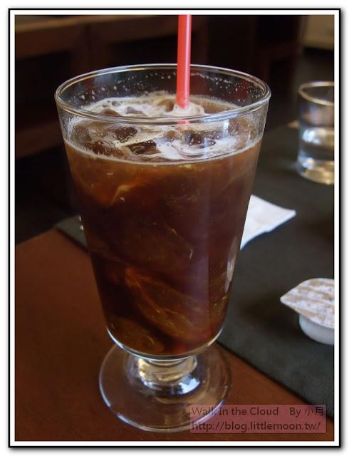 加入奶精的漂亮咖啡