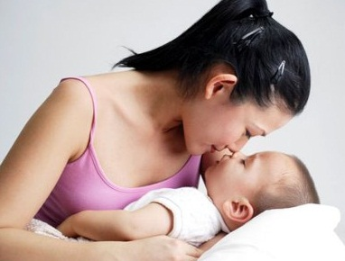 Một số mẹo kích thích tiết sữa sau sinh