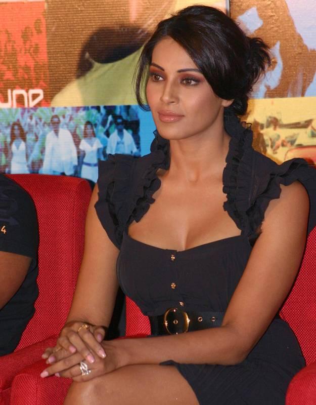 Bollywood Sex Ikon Bipasha Basu Hot Snaps