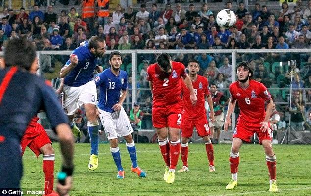 """Vòng loại Euro 2016: Hà Lan, Italy thắng """"bở hơi tai"""""""