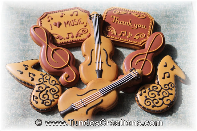 Violin cookie set by Tunde Dugantsi