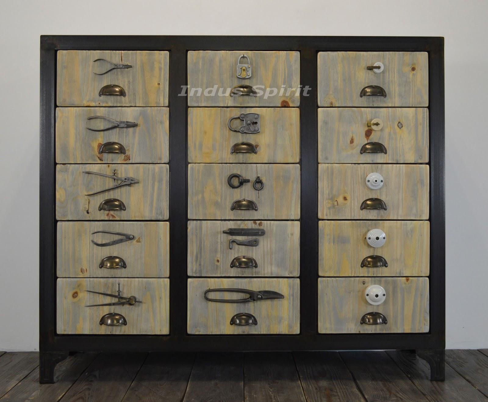 meuble de style quincaillerie. Black Bedroom Furniture Sets. Home Design Ideas