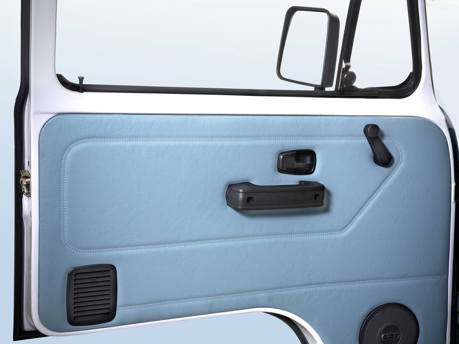 novo Volkswagen Kombi edição especial 2014 porta