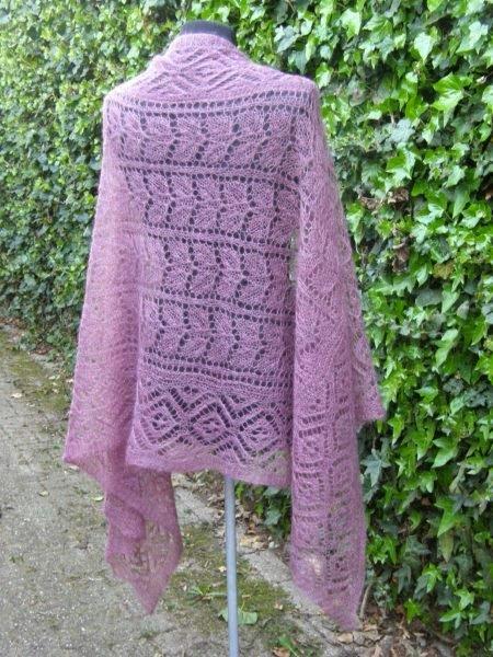 TE KOOP: oudroze kidsilk ( wol zijde shawl)
