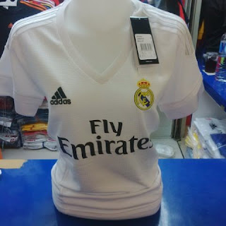gambar photo kamera Jersey Ladies Real madrid home terbaru musim depan 2015/2016