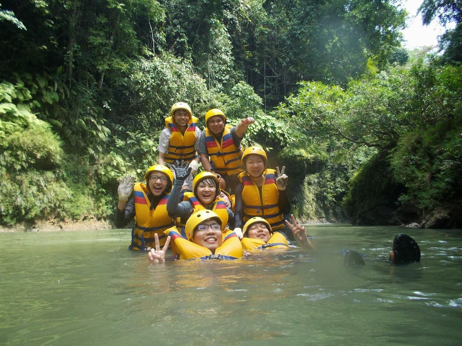 keceriaan saat body rafting