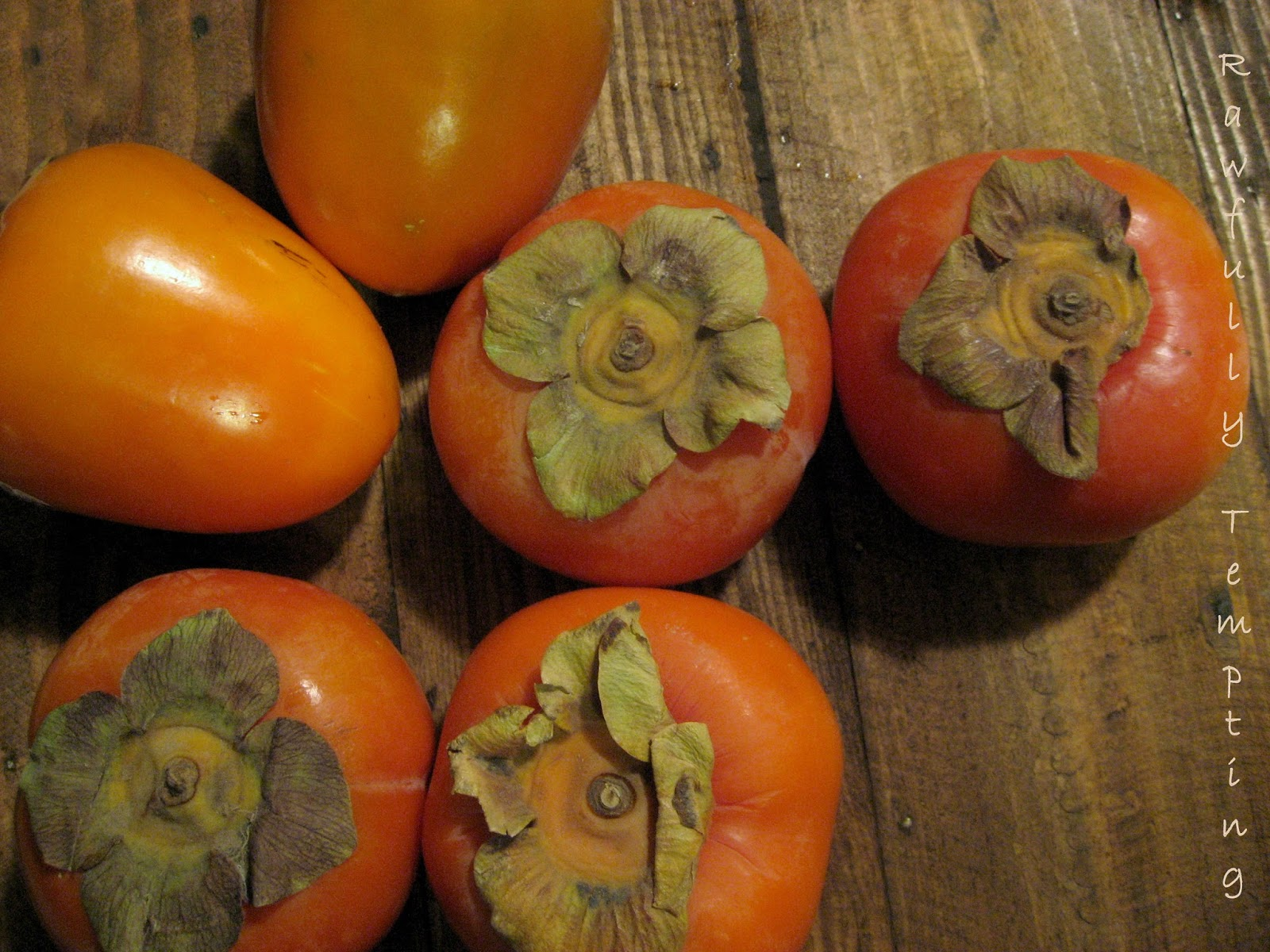 how to cut open a persimmon