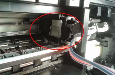 ver imagen de clip pegado al cabezal de impresión