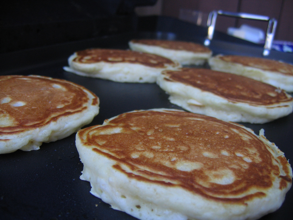 How To Make Pancakes Like IHOP - Pancake Recipe - How To