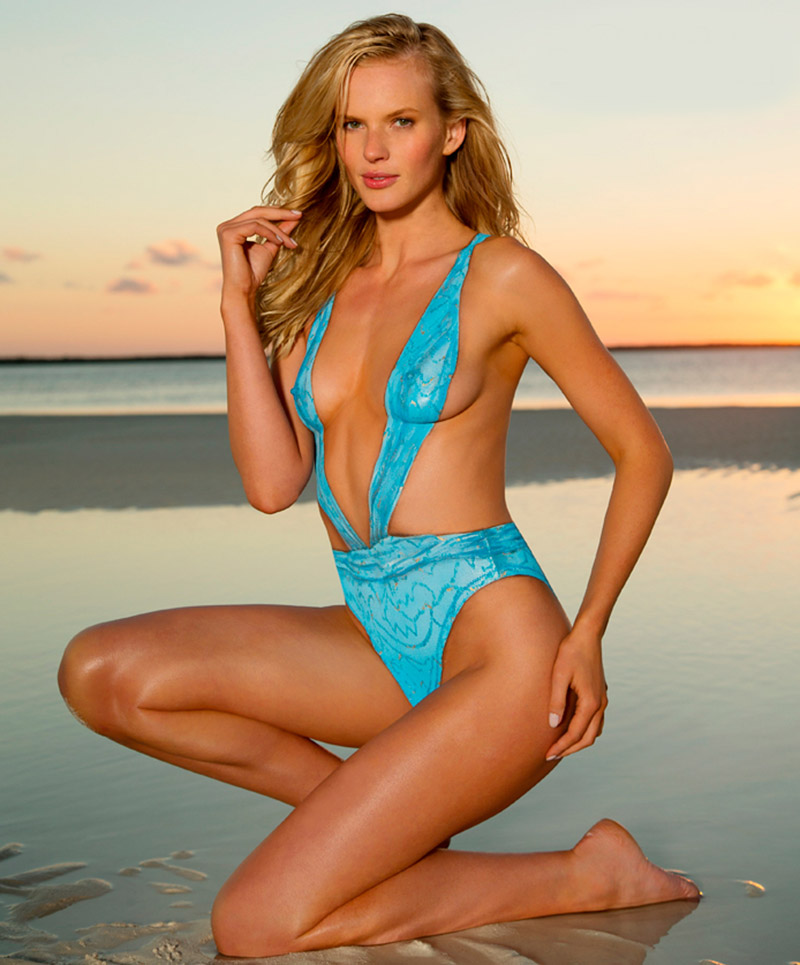 Chrissy Teigen Sports Illustrated 2013 Body Paint Sports illustrated ...