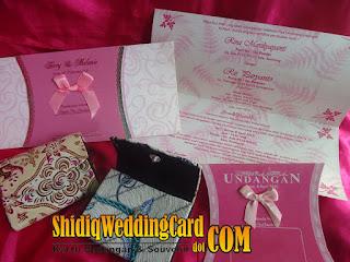 http://www.shidiqweddingcard.com/2016/01/paket-undangan-rs-07p-dan-souvenir.html