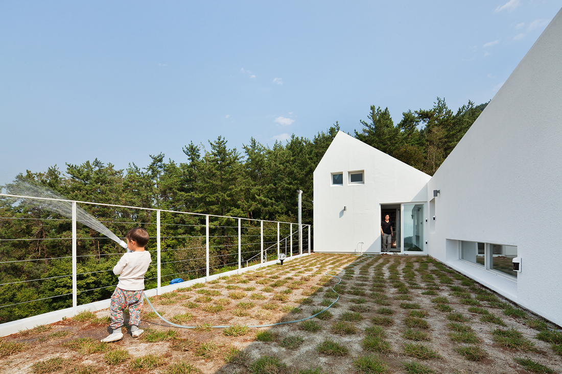 Lovely design of net zero energy home by lifethings for Zero net energy home