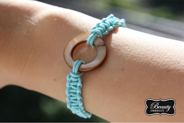 Selbstgeflochtenes Macrame Armband mit Charm