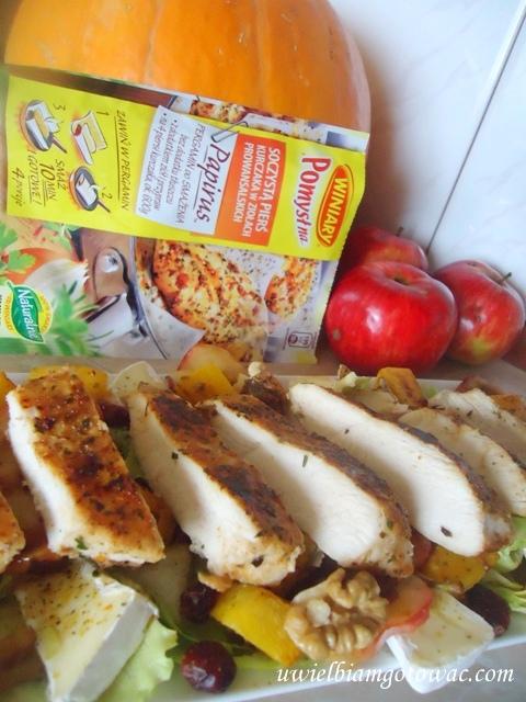 Ziołowy kurczak w PAPIRUSIE z dynią na jesiennej sałacie