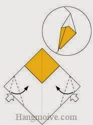 Bước 5: Từ vị trí mũi tên ta mở tờ giấy ra, kéo và gấp vào phía trong.