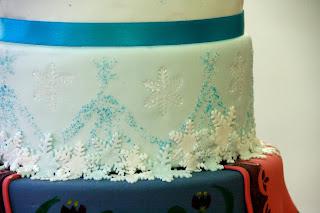 Tarta decorada amb fondant Ana de Frozen