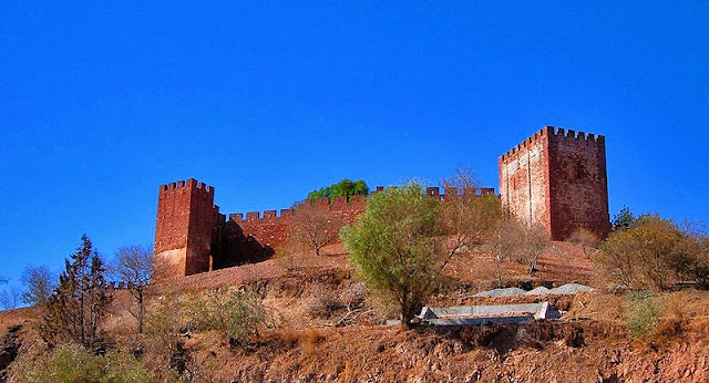 The imposing sandstone fortress that is the Castelo de Silves dates back to the eighth century. Photo: WikiMedia.org.