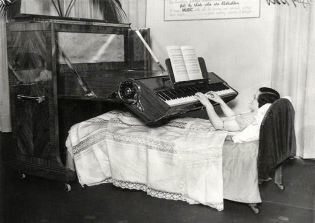 البيانو للناس طريح الفراش. (انكلترا، 1935)