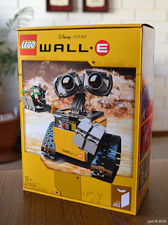 lego wall-e: a very different box