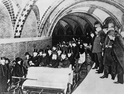 25 Breathtaking Photos From The Past - The first official riders in New York City's first subway, 1904