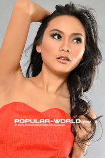hot Laila Fitria Model Majalah Popular World, BFN Mei 2013