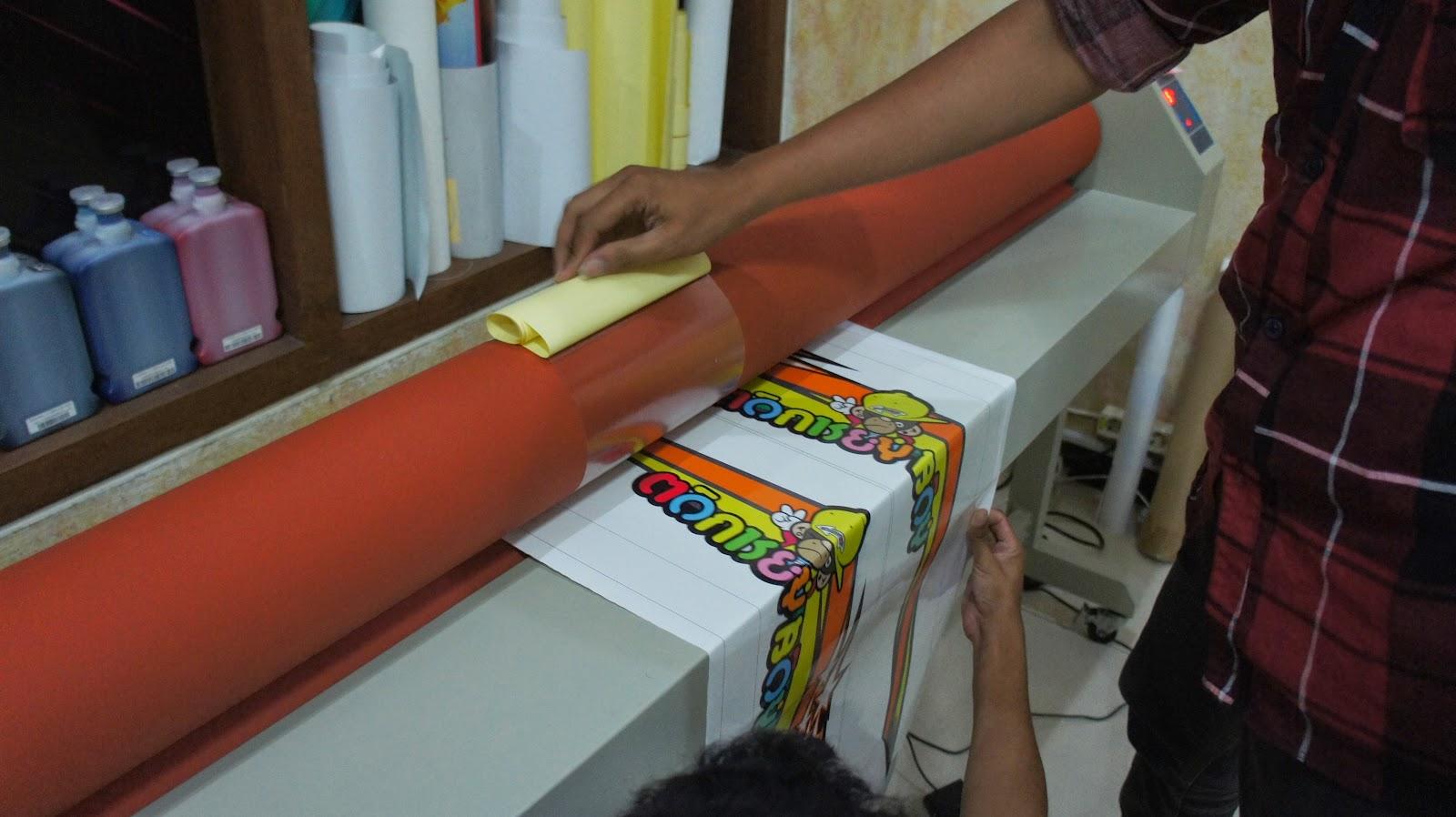 Print Sticker Vinyl Meteran Roland Cetakan Berkualitas 1440 Dpi Stiker Vinil Kualitas Bagus Kami Senantiasa Memproduksi Dengan Warna Yang Super Tajam Dimana Tintanya Adalah Tinta Ecosolvent Premium Mesin Cetak