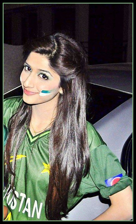 TOP CHARTS CELEBRITY: Mawra Hocane