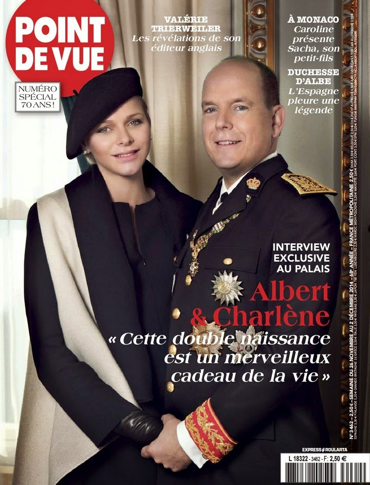 Prince Albert and Princess Charlene kissing on Monaco National Day