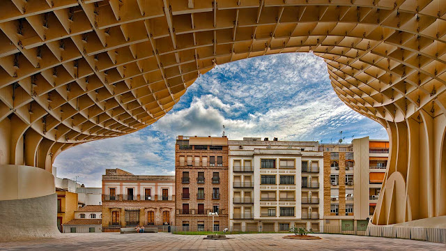 Metropol Parasol in Seville, Spain (© Felipe Rodriquez/age fotostock 656