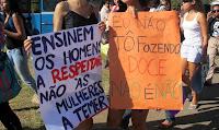 Ensinem os homens a respeitar, não as mulheres a temer - cartaz da Marcha das Vadias em Brasília