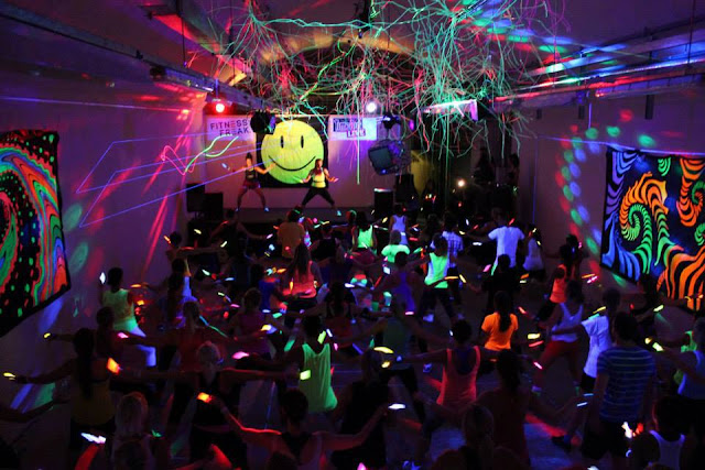 Fitness freak rave glowsticks galore miss wheezy for 90s house tunes