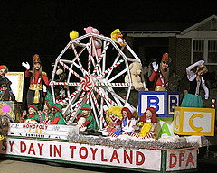 in this years parade starkville main street association require that all floats andor entries be decorated according to the theme christmas in