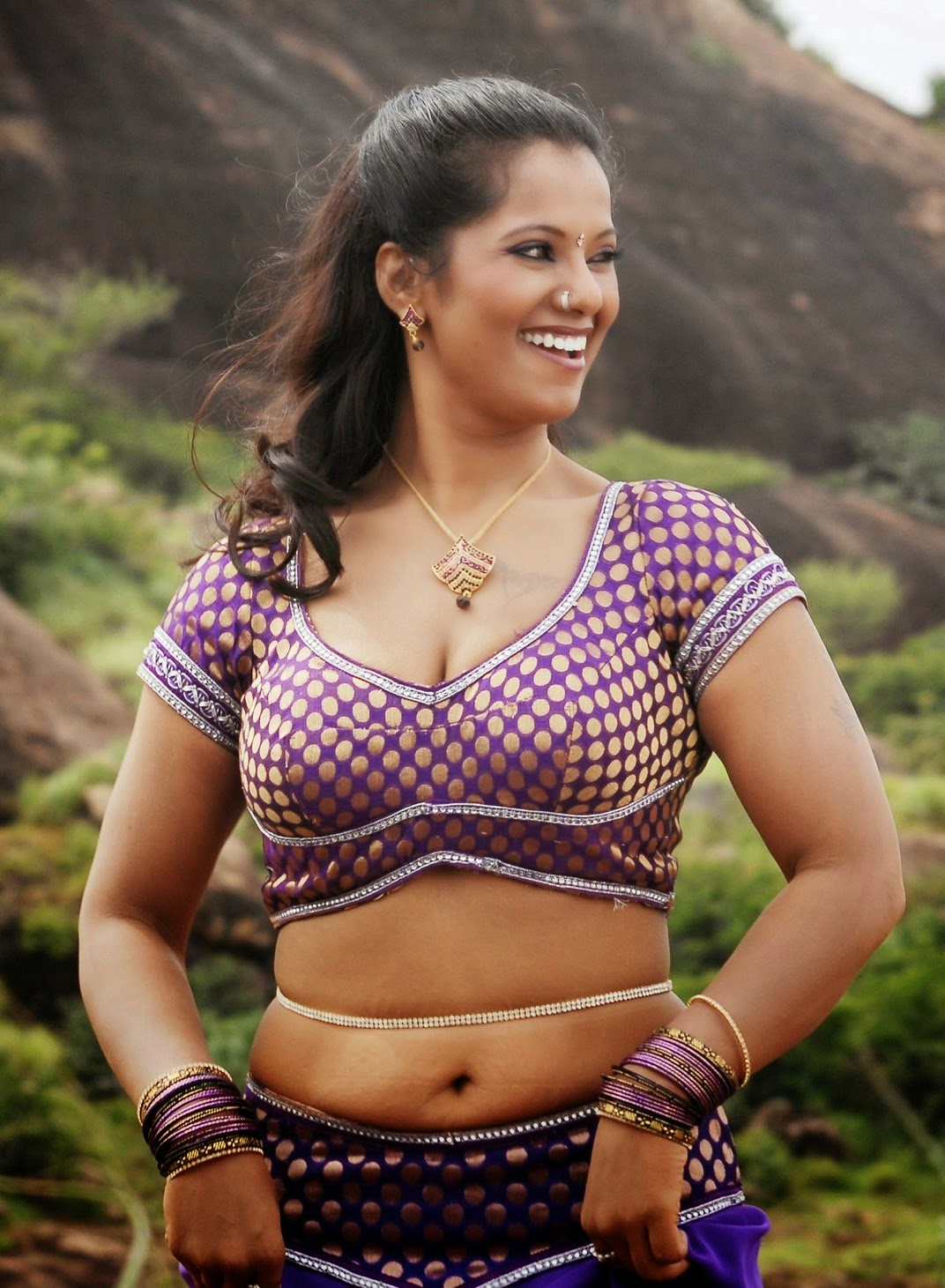 Tamil Actress Gayathri Hot Navel Cleavage Stills From ...