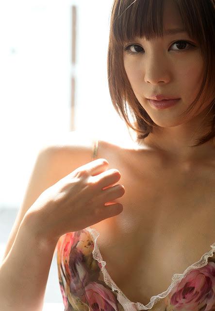 Suzumura Airi 鈴村あいり Photos 01