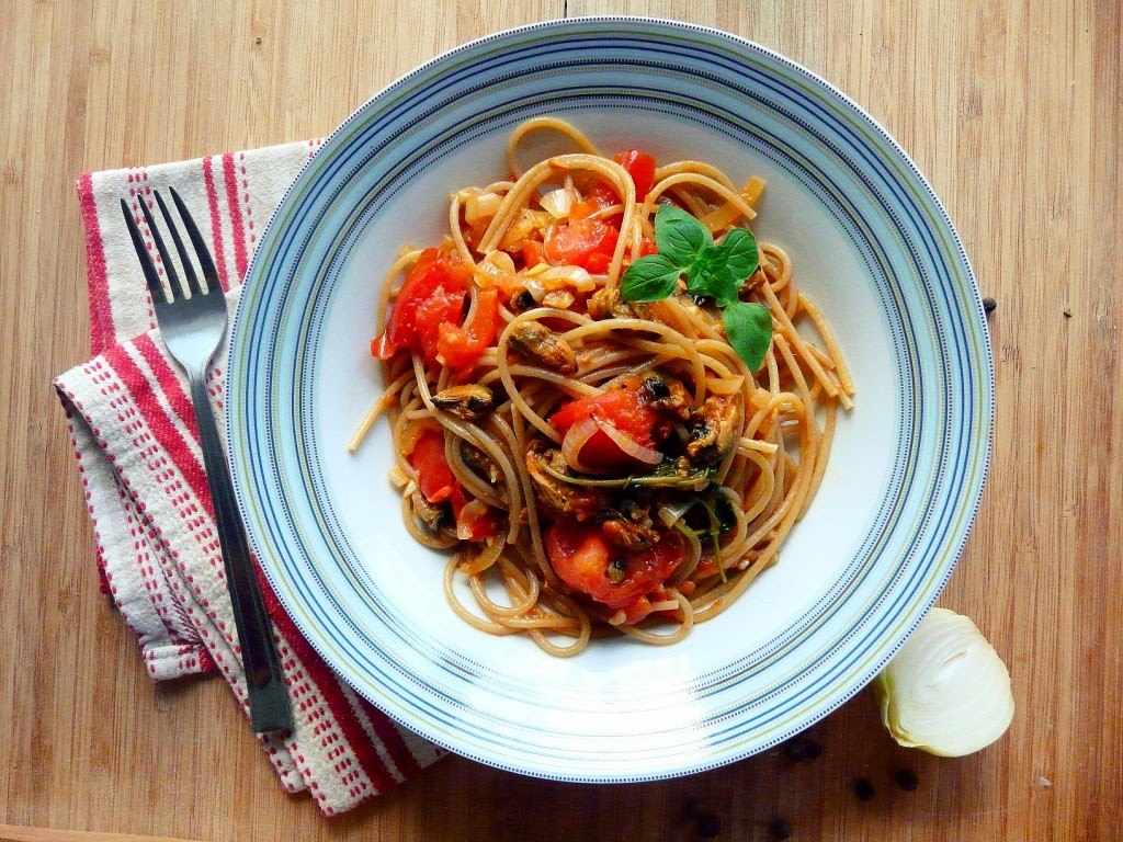 Spaghettini z małżami i pomidorami