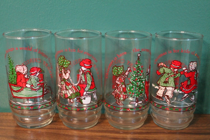 a couple weeks ago i picked up these vintage mint condition holly hobbie christmas coca cola drinking glasses from goodwill for 99cents a piece - Christmas Drinking Glasses