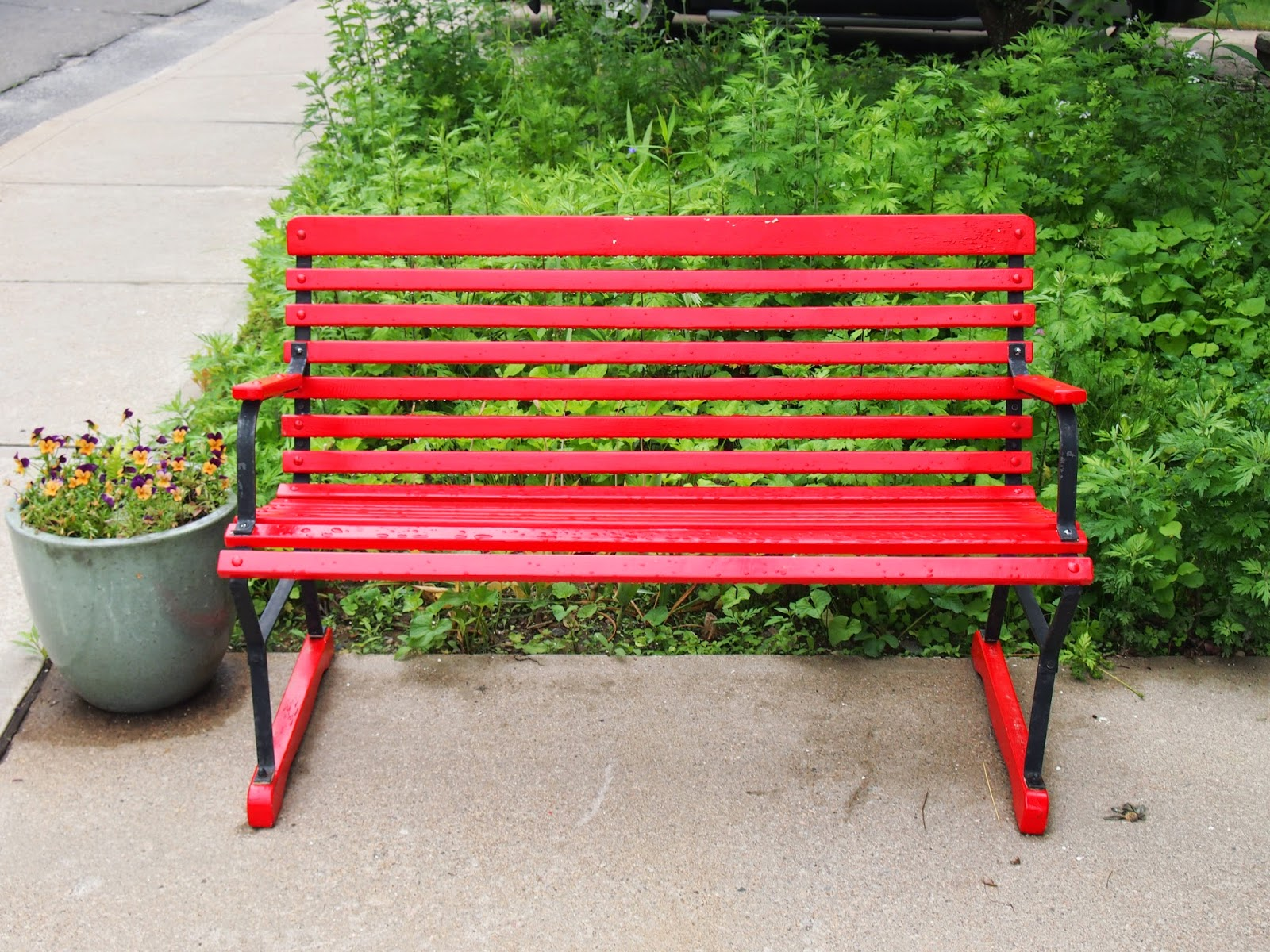 a red bench in Ivoryton