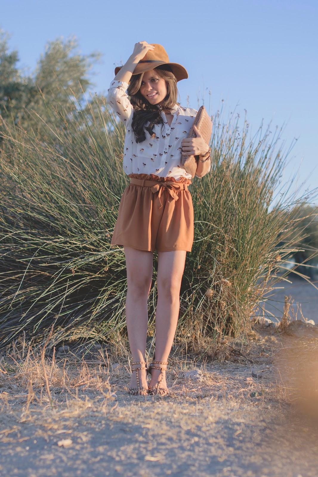 look en tonos camel con sombrero de zara y shorts de romwe