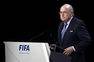 FÚTBOL - En medio del escándalo de corrupción, el suizo Joseph Blatter logró la reelección como presidente de la FIFA